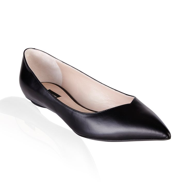 Marc Jacobs Tripon Ballerina Flat Nero - Step out with these sexy 'Tripon' flats by Marc Jacobs, a classic staple to any closet.