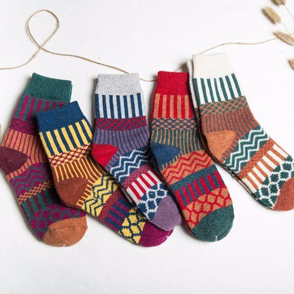 Women Stripe Woolen Blend Socks Design Multi-Color Casual Ankle Sock
