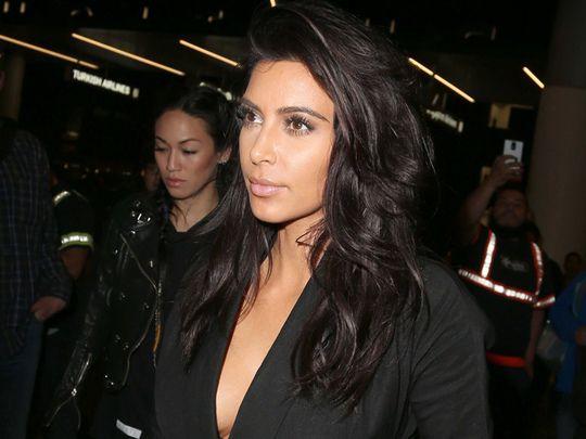 La minute people : Kim en Inde, Sharon est folle d'Afflelou et Bono mis K.-O. par son vélo