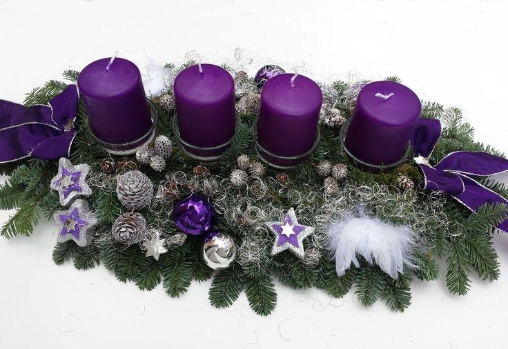 Adventskranz Adventsgesteck frisch lila silber große Kerzen Gesteck Weihnachten