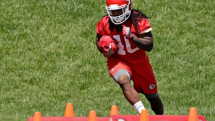 Chiefs are short on age, experience at WR without Jeremy Maclin