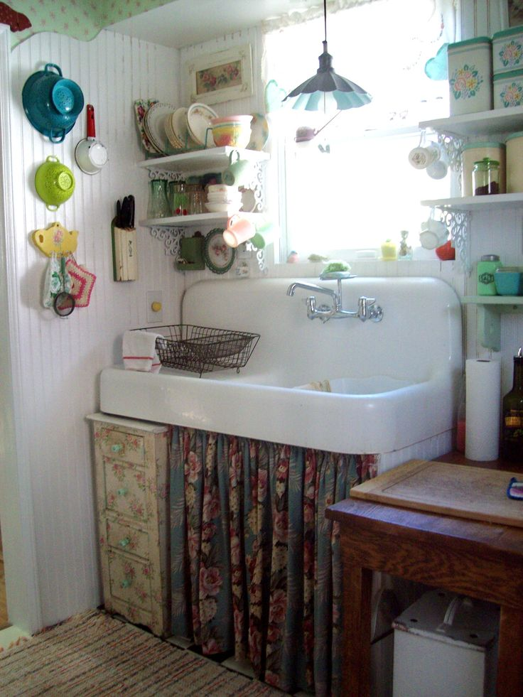 how did anyone ever think they could improve on the design of these old sinks...this one is so fun to use