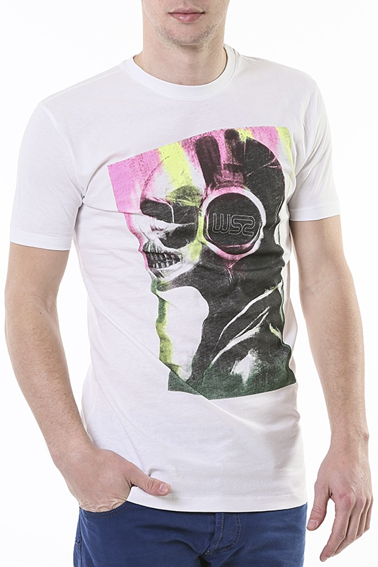 T-shirt **10.00€**  4 different colors