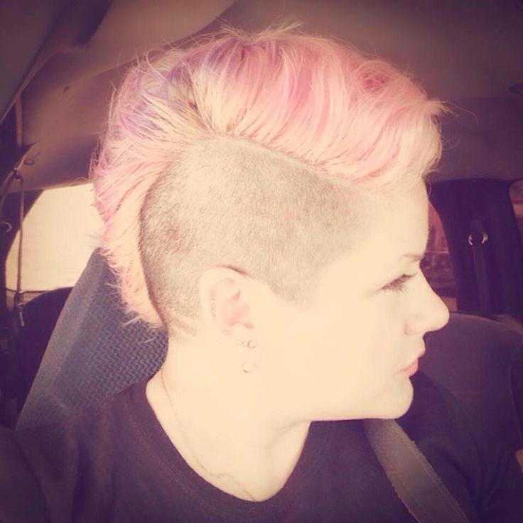 Pelo rapado rosa