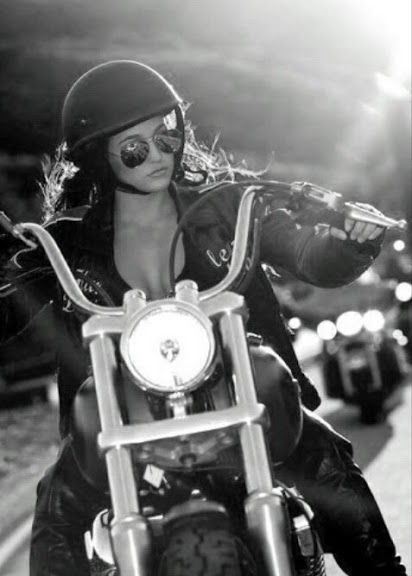 sexy woman moto casque - travel - on the road - bikers