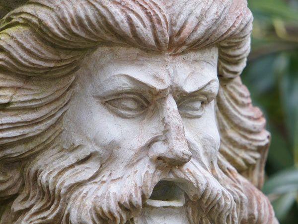 Speier aus Naturstein | Exklusives, handgearbeitetes Design | Langlebig und Witterungsbeständig | Gartendekoration
