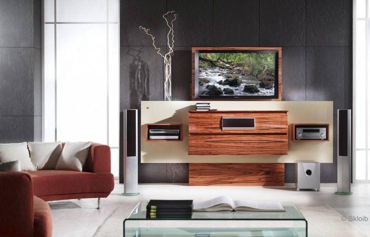 Die Zeiten, in denen klobige Fernseher in überdimensionierten Schrankwänden der restlichen Wohnzimmereinrichtung die Luft zum Atmen nahmen, sind vorbei. Heute kommen nicht nur die Elektrogeräte selbst, sondern auch die Möbel, auf denen sie Platz finden, wesentlich zeitgemäßer, schnittiger und richtig stylish daher. Moderne Medienmöbel sorgen dafür, dass Lautsprecherboxen, Kabelwirrwarr, Flachbildschirm und Stereoanlage entweder geschickt versteckt oder cool in Szene gesetzt werden - je nach…
