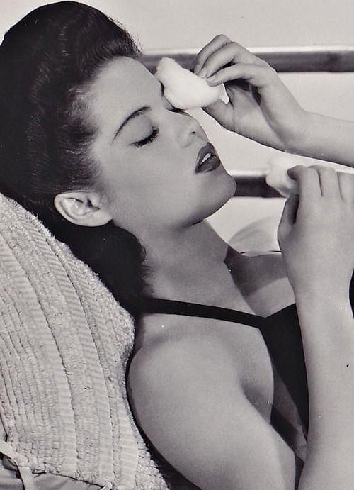 Dona Drake, 1943