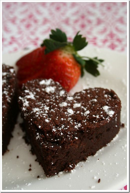 Chocolate Valentino: a flourless chocolate cake with only 3 ingredients ~ Doughm…