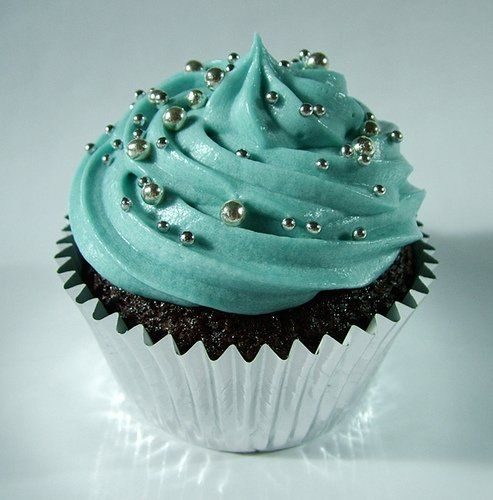 Tiffany Blue Luxury Cupcake....yes yes yes I want THESE cupcakes at my wedding if I have cupcakes!!!!
