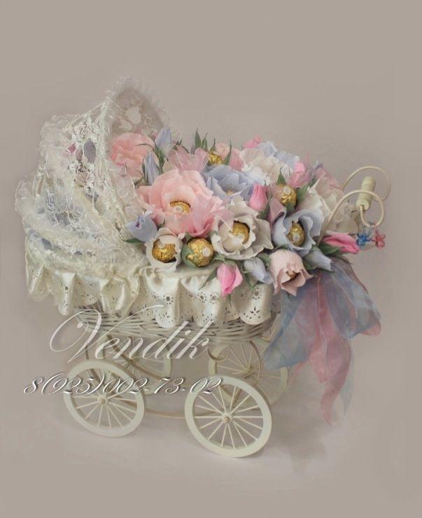 Букет из конфет в плетёной ретро коляске - сладкий подарок на свадьбу. Голубые и розовые цветы в ажурной кружевной коляске символизируют собой пожелание рождения в молодой семье мальчика и девочки )) Авторская работа Ирины Вендик., Свадебное оформление и флористика, Текст