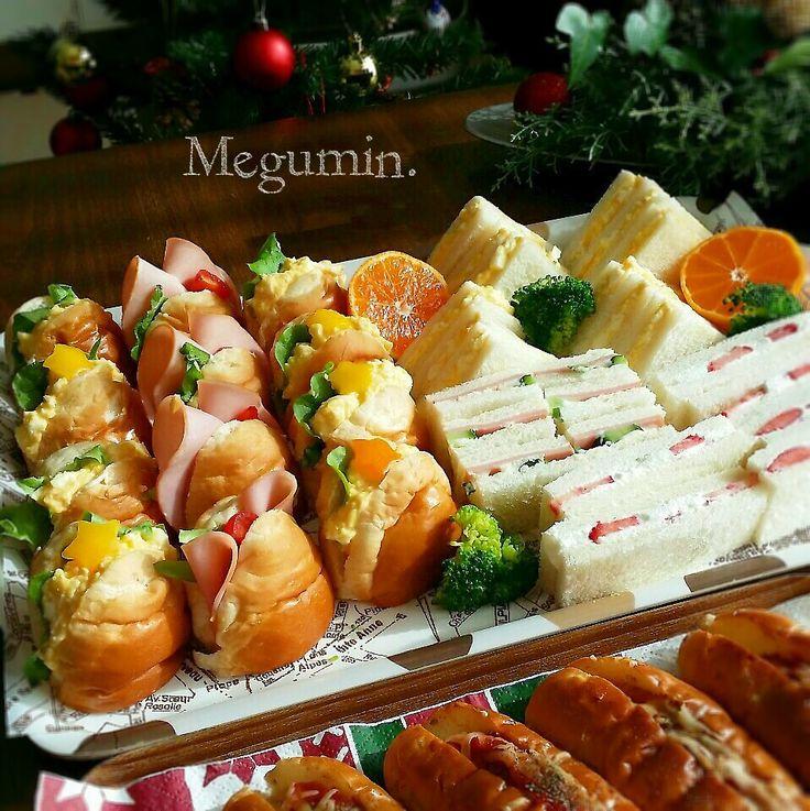 持ち寄りのクリスマスパーティー♪ わたしはサンドイッチと大人向けのホットドックを持って行きました! こんなにサンドしたのは 初めて…(*´∀`)   たまご、ハム、苺クリームのサンドイッチ たまご、ハムバターロール ライ麦パンのチョリソードック