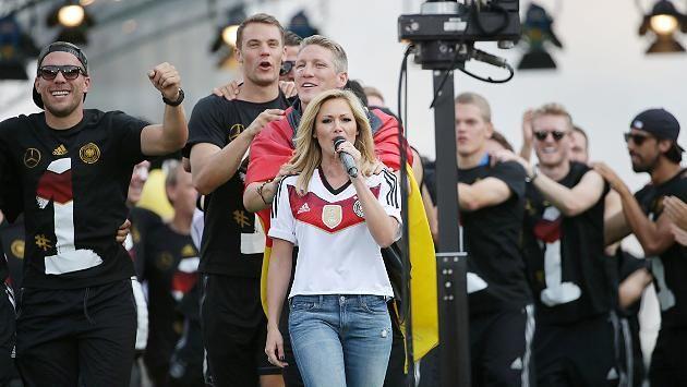 Fanmeile am Brandenburger Tor: Berlin im WM-Rausch! 400.000 Fans feiern die Weltmeister