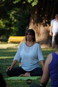 Kundalini jóga rövid videó: https://www.youtube.com/watch?v=88uRlyy70q0