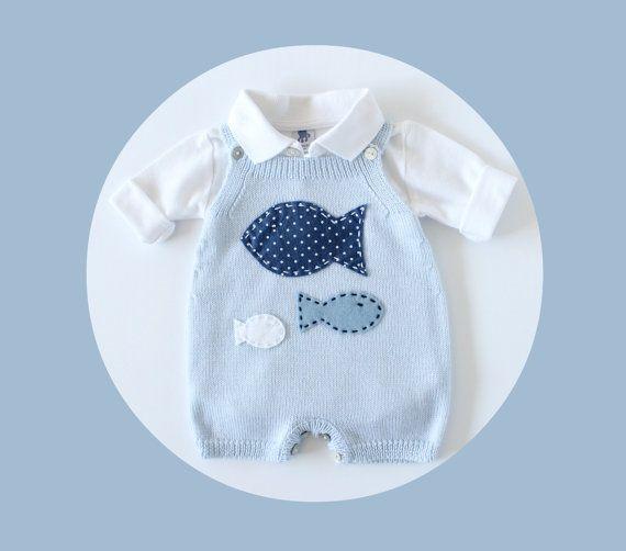 Tuta bambino a maglia in morbida blu con pesci. 100% di tenderblue