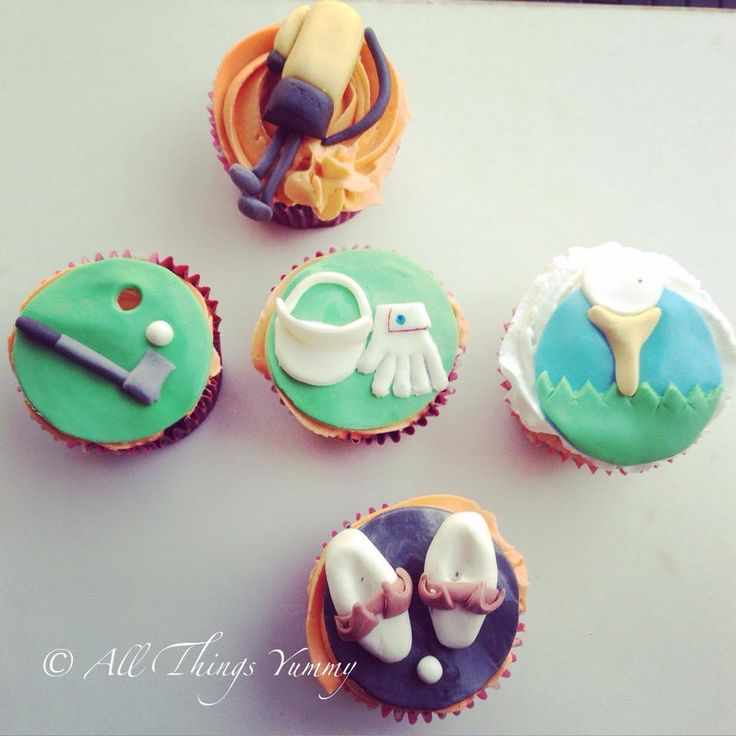 Happy Father's Day everyone :) One for all the golfer daddies!! #golf #golfcupcakes #golfthemecupcakes #golfkit #birdie #golftee #golfshoes #cap #gloves #happydaddyday #happyfathersday #golfball #grass #cupcakes #fathersdaygift #customisedcupcakes #golfplayer #golferdaddy #atyummy