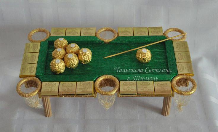 Бильярд. Состав: конфеты Ferrero - 7 шт., шоколадные слитки (Атаг) - 18 шт. Размер композиции 21*38 см.