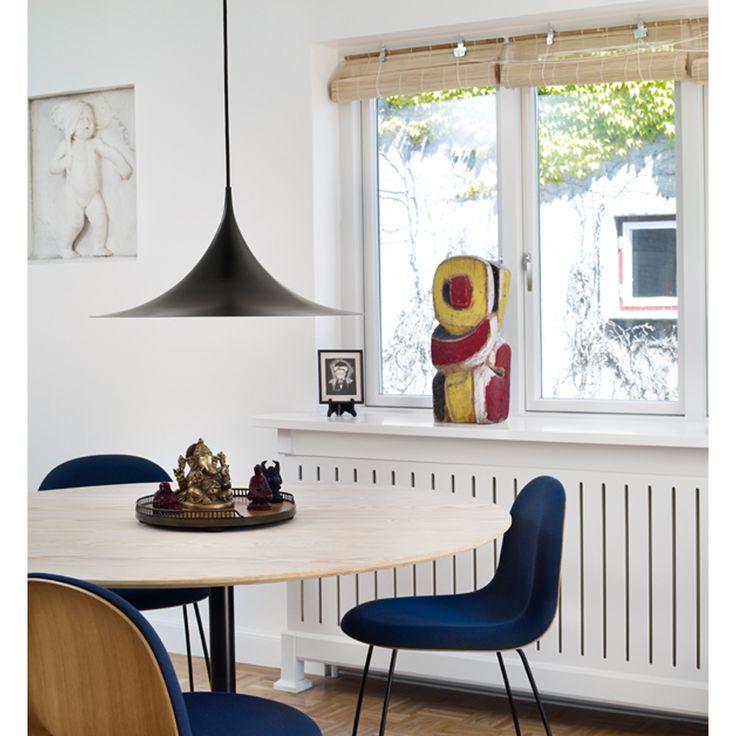 Semi pendel Ø 47 svart Gubi - Kjøp møbler online på ROOM21.no