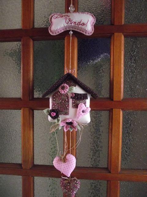 Móbile de casinha - rosa com marrom