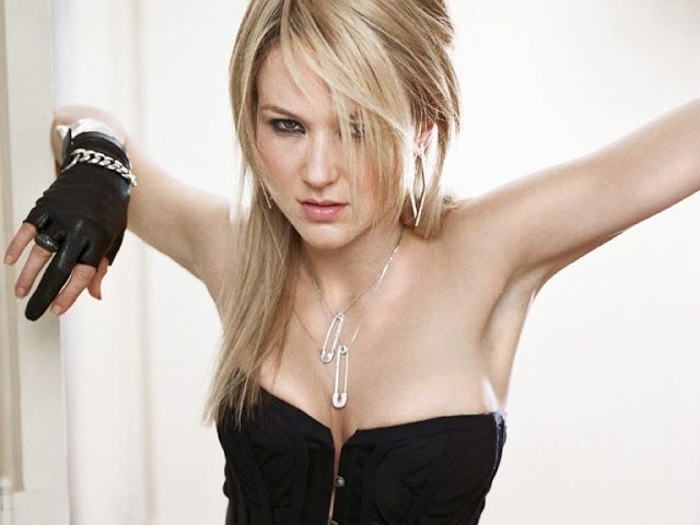 singer-jewel-topless-pictures-kilcher