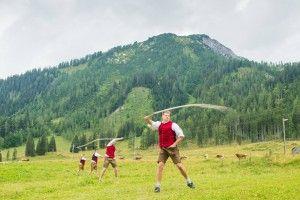 Gehört zu einem #Almfest immer dazu: die #Schnalzergruppe. #tradition #kultur #salzburg #fest #alm #regionalität #regional #berge #österreich #austria #berge #urlaub #tourismus #obertauern