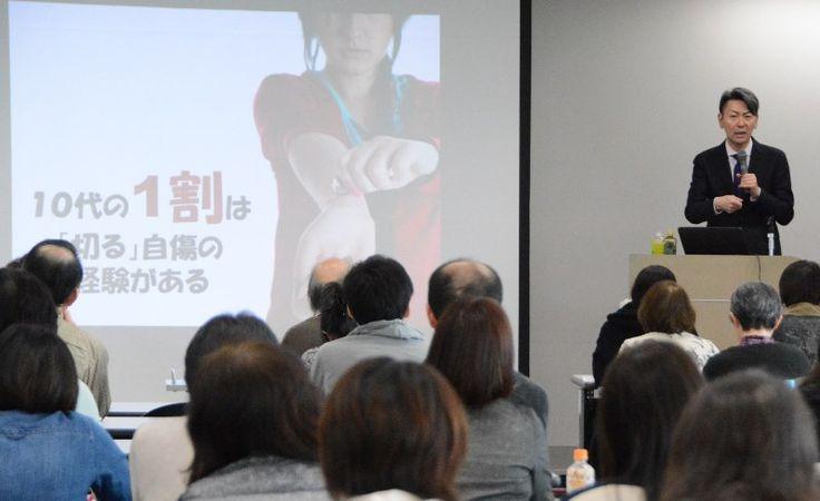 自分の手首を切る自傷行為から回復するヒントを知ってもらおうと、国立精神・神経医療研究センター薬物依存研究部長で自殺予防総合対策センター副センター長の松本俊彦医師が6日、県庁で講演した。