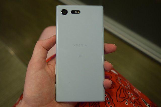 Sızangörüntüler yeni Sony Xperia X ve Sony Xperia XA'nın benzersiz tasarımını gözler önüne seriyor. Sony, yaklaşık bir yıl süren geniş, kompakt ve her boyuttaki akıllı telefonlardan sonra tanıdık bir seriye iki orta seviye ekleme yapmak için hazırlanıyor. Şimdilik sızıntılar arasında sadeceSony Xperia XA modeline ait görseller olsadaXperia X gizemini hala korumaya devam ediyor.Sony Xperia XA, …