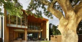 La Bio Casa 82 es un diseño con altos estándares medio ambientales, ha sido construida casi en su totalidad con materiales reciclados y es autosustentable gracias al uso de paneles fotovoltaicos y …