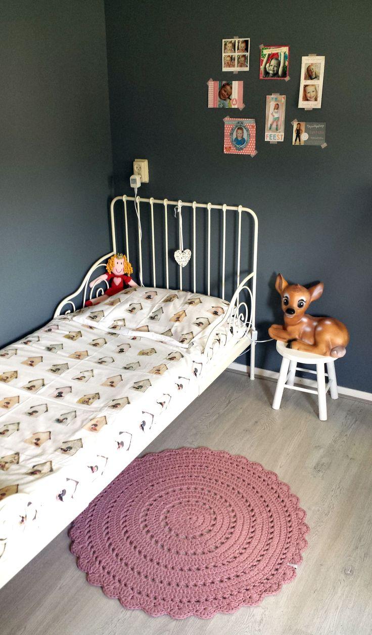 Meisjeskamer - Slaapkamer van mijn dochter! 1/5 # grijze wand, gehaakt kleed, Studio Ditte, Heico Bambi lamp, Lief Krukje, Minnen Ikea Bed