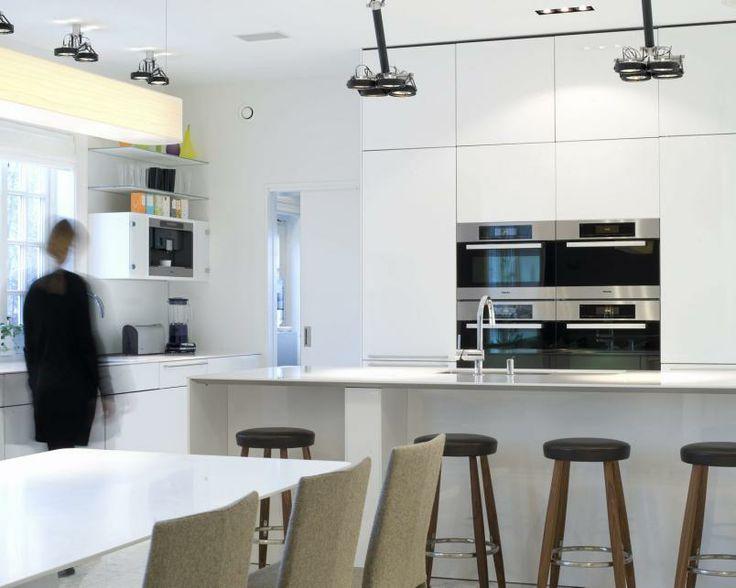 Minimalist Corian Kitchen 2