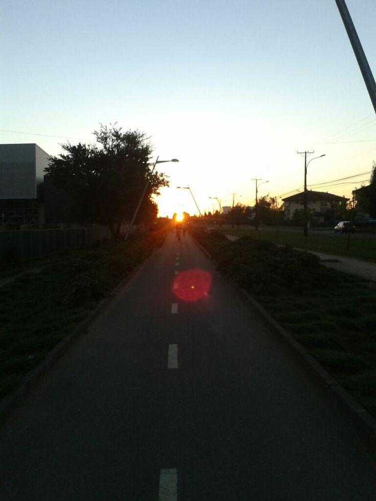 Día 21: Sol. El sol se encuentra al final de la ciclovía.