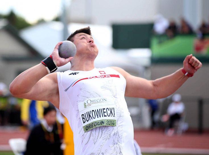 Record del mondo getto del peso Junior del polacco Konrad Bukowiecki
