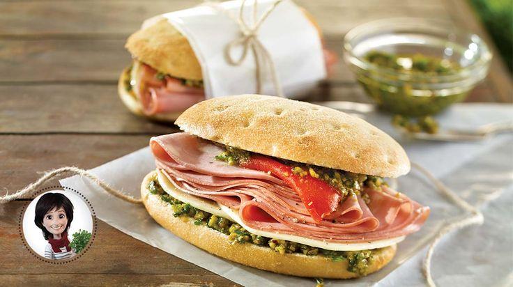 Sandwichs à la mortadelle et au pesto de pistaches