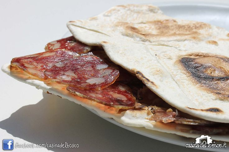 Piadina con salame di Mora Romagnola #rimini #italianstreetfood#italianfood #piadina#piada#cucinaitaliana#CasinadelboscoSeguici: www.facebook.com/casinadelbosco