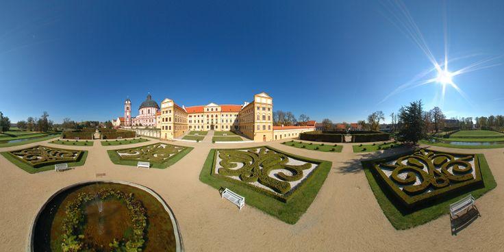 Jaromerice Castle - Moravia http://www.italyandeuropetours.com/italyandeuropetours/listing/among-the-moravian-castles/
