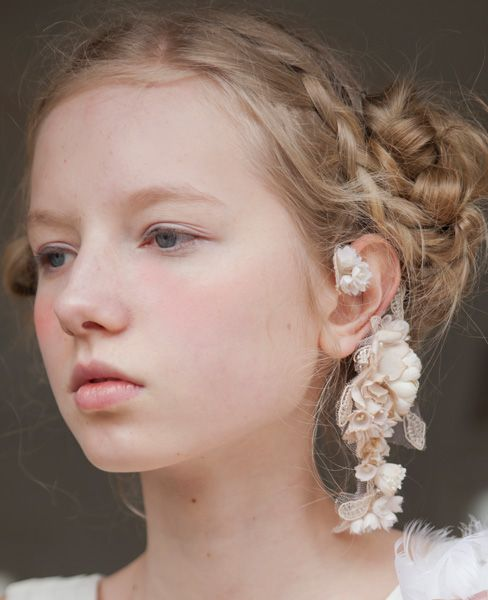 Ear cuff of flower and lace by Palm wedding x m.soeur