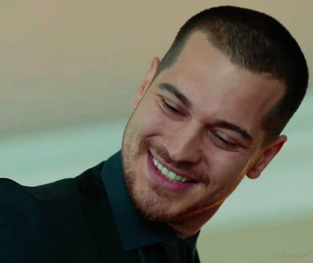 Hiii ✋ Lovely Sarp with his amazing Smile . #içerdeyim #Cagatayulusoy #çağatayulusoy #sarp #arasbulutiynemli #çetintekindor #bensusoral #içerde #rizakocaoglu #damlacolbay #ayyapim #چاتای_اولسوی #چااتای_اولوسوی #yeni #yenidizi #series #cufansir