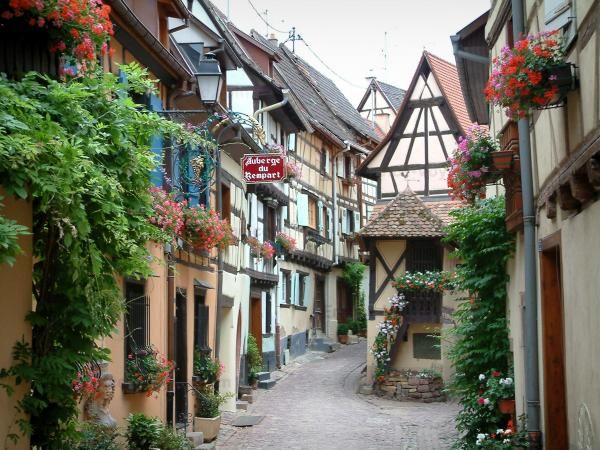 Eguisheim - Tourism, holidays & weekends guide in the Haut-Rhin
