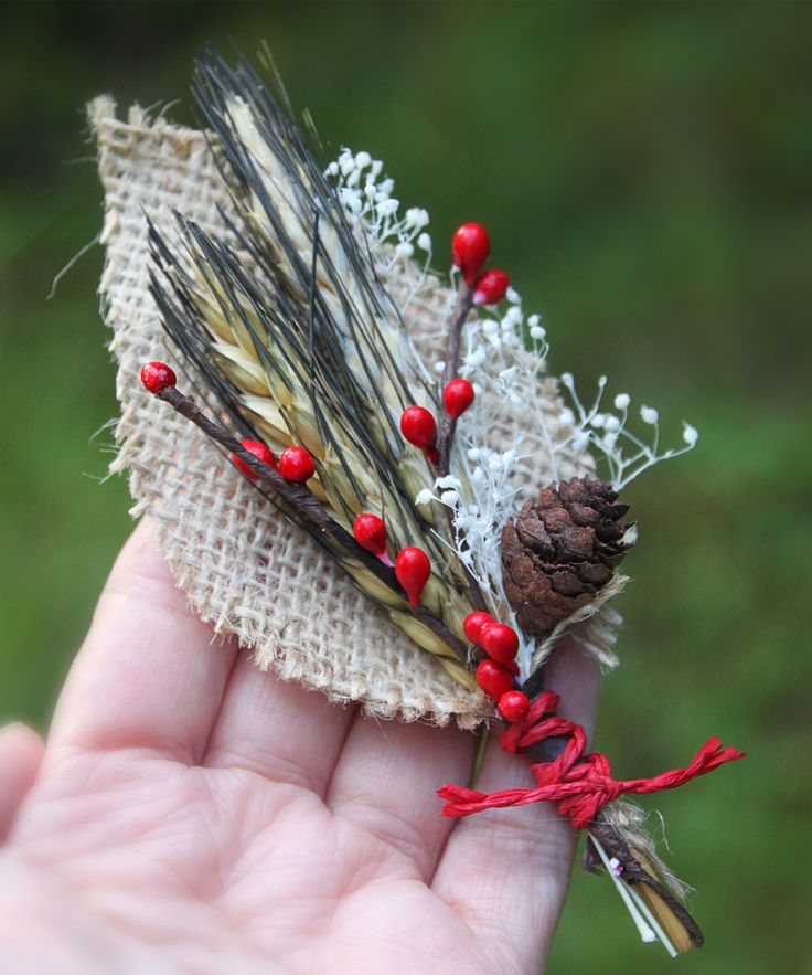 Burlap boutonniere - I don't need a boutonniere, BUT I love the look of this.  I think I could put a pin on the back and wear it on my black jacket...