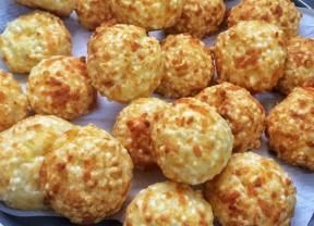 Pãozinho de tapioca é receita diferente e deliciosa para servir com o café - Gastronomia - Bonde. O seu portal