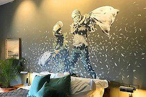 """Çalışmalarıyla hepimizi düşünmeye sevk eden anonim sokak sanatçısı Banksy, Filistin'de yaptığı anlamlı çalışma ile tekrar karşımızda. Daha önce İsrail saldırıları nedeniyle harabeye dönen Filistin sokaklarını tuval olarak kullanan Banksy, yeni çalışmasıyla Batı Şeria'daki duvarı,...  #Banksy, #Çalışmasıyla, #Döndü, #Dünyanın, #Filistin'Deki, #Kötü, #Manzaralı, #Öff, #Oteli"""", #Walled https://havari.co/banksy-filist"""