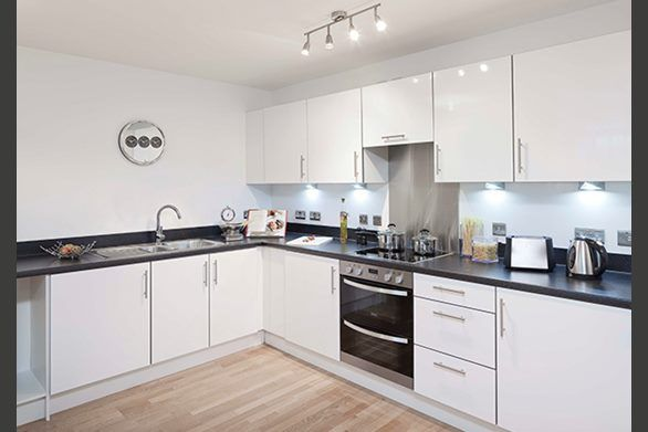 Specification kitchens manhattan fitted kitchen with for Kitchen units grey gloss