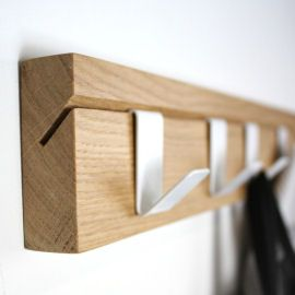 Simple adjustable coat rack