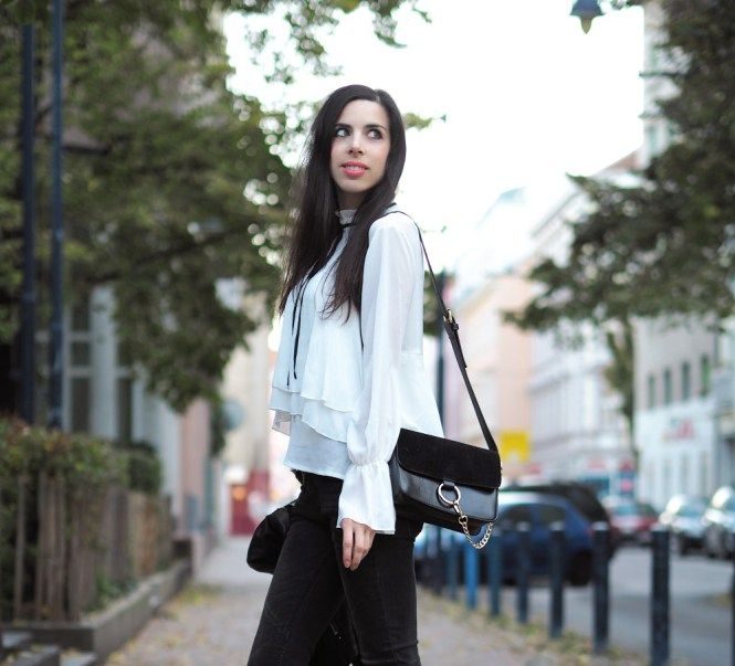 PINK PEPPER PARADISE BLOG - White ruffled collar blouse - leather jacket and skinny jeans - street style blog