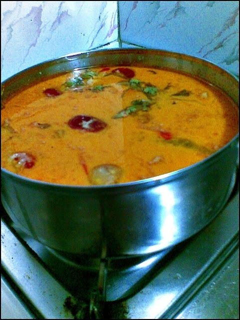 Kewa Datshi (Bhutanese Potato and Cheese curry)