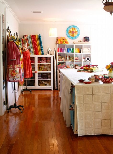 craft room - I would be in absolute Heaven here!