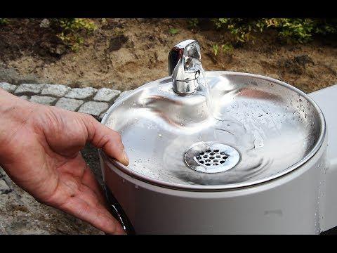 Uliczne źródło wody pitnej dla ludzi i zwierząt w Olsztynie - YouTube