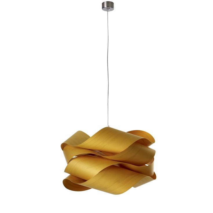 Modelo Link SP. Esta lámpara está construida a partir de un conjunto de chapas de madera que configuran un volumen hipnótico y relajante. Disponible en tres tamaños. Disponibilidad en once acabados de pantalla. Bombilla no incluida: 1 x 20W. Pedidos en http://www.muebleate.com/beta/index.php?p=60=11=55=Muebles-de-Decoración/Lámparas-de-suspensión/