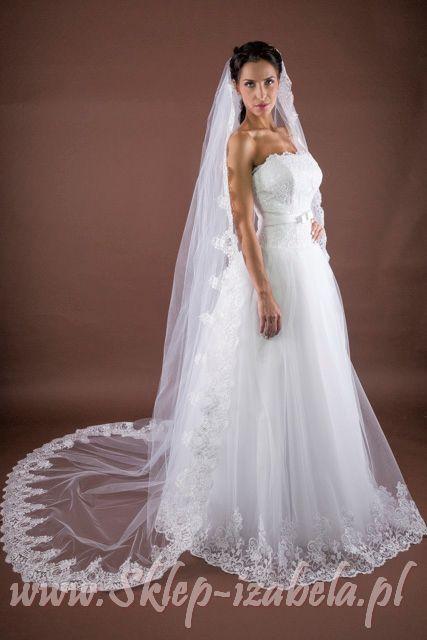 Welon ślubny zdobiony koronka