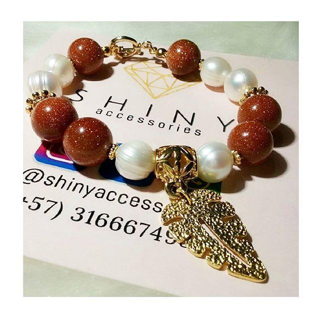 ❄SHINY Accessories❄ Pulsera en perlas y piedras naturales (lluvia de oro). Disponible. Info 3166674938 ❄ ❄ ❄ ❄ ❄ #wishlis #chainpineapple #shinyaccessoriesco #madewithlove #artesanal #instalike #instawoman #instashopping #shinywoman #niceday #bisuteriafina #colombia #weekend #handmade